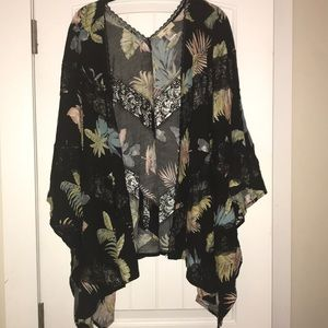 Sweaters - ENTRO BLACK KIMONO WITH LEAVES AND LACE. SIZE LG
